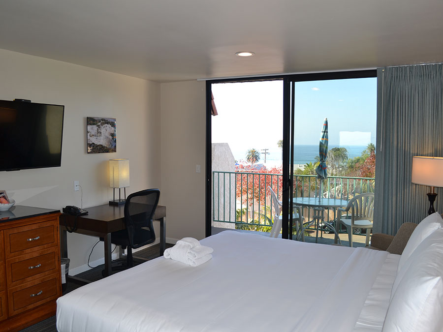 guest room with balcony view of Moonlight State Beach